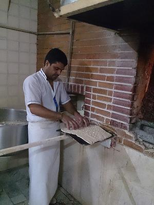 Iran_bread.jpg