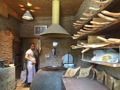 Tbilisi_bread01_400.jpg