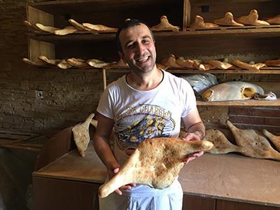 Tbilisi_bread2642_400.jpg